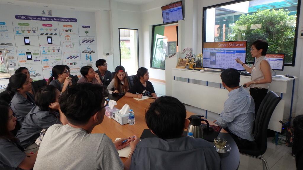 เมื่อวันที่ 7 พฤศจิกายน 2560 ที่ผ่านมา คณะวิทยาศาสตร์เทคโนโลยี มหาวิทยาลัยธรรมศาสตร์ ขอเข้าเยี่ยมชม ศูนย์การปรับปรุงพันธุ์อ้อยแห่งประเทศไทย