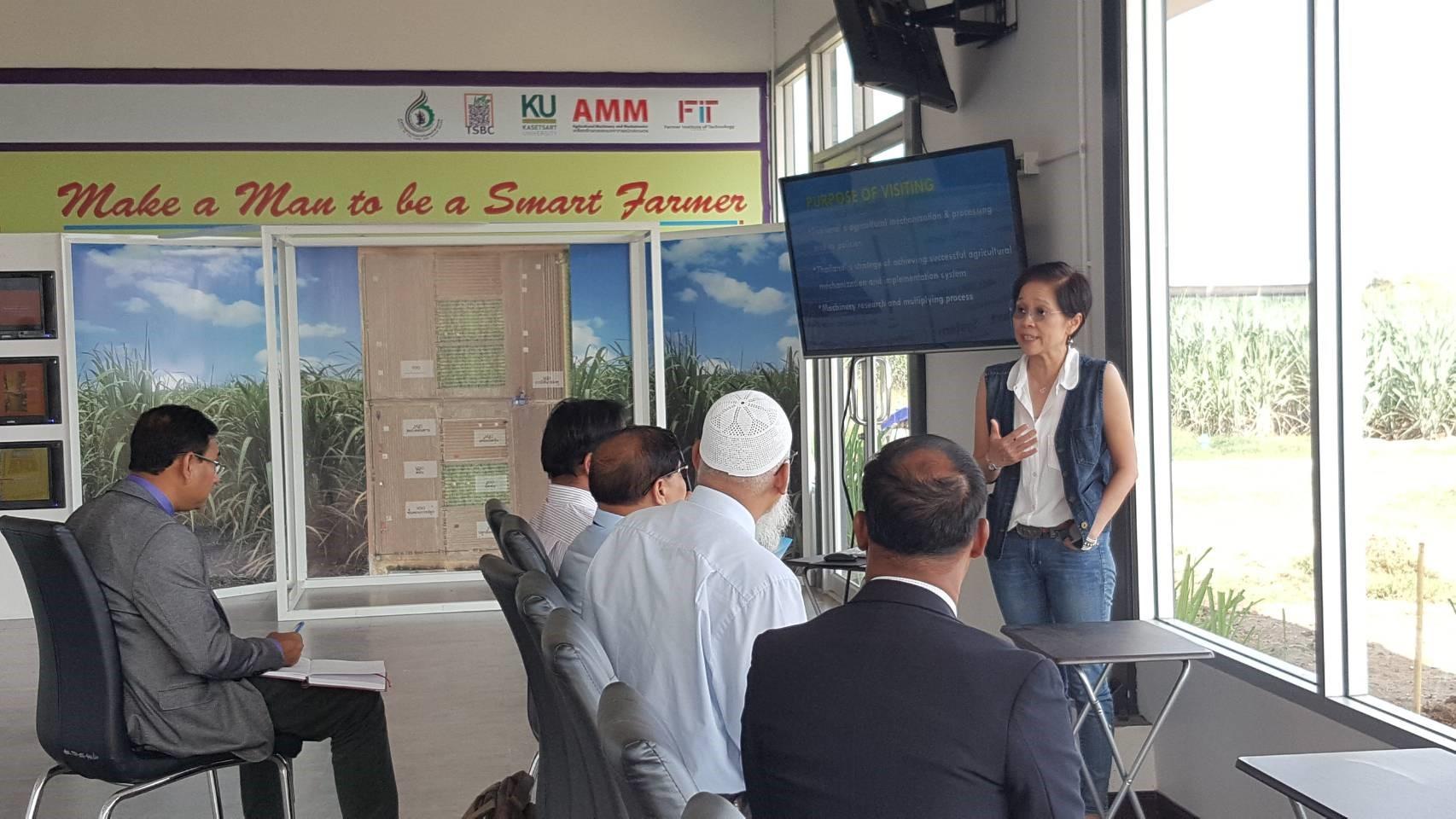 เมื่อวันที่ 5 พฤศจิกายน 2562 สำนักส่งเสริมและอบรม เจ้าหน้าที่จากกระทรวงเกษตร ประเทศบังคลาเทศจำวนวน 5 คน เข้าเยี่ยมชม และศึกษาดูงาน ณ ศูยน์การปรับปรุงพันธุ์อ้อยแห่งประเทศไทย (Thailand Sugarcane Breeding Center)