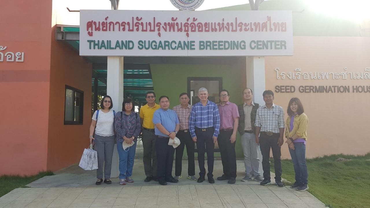 เมื่อวันที่ 19 ธันวาคม 2562 บริษัทไทยซูการ์ มิลเลอร์(TSMC)นำทีมคณะผู้แทนภาคอุตสหกรรมอ้อยและน้ำตาลทรายฟิลิปินส์เข้าศึกษาดูงาน ศูยน์การปรับปรุงพันธุ์อ้อยแห่งประเทศไทย (Thailand Sugarcane Breeding Center)