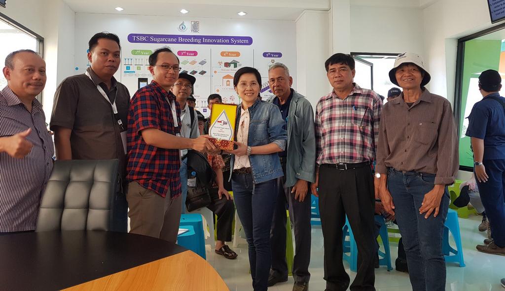 เมื่อวันที่ 22 กุมภาพันธ์ 2561 ที่ผ่านมา บริษัท เย่าเชิง ซูการ์แอนด์แคน คอนซัลแตนท์ จำกัด ประเทศอินโดนีเซีย ขอเข้าเยี่ยมชมศูนย์การปรับปรุงพันธุ์อ้อยแห่งประเทศไทย (TSBC)